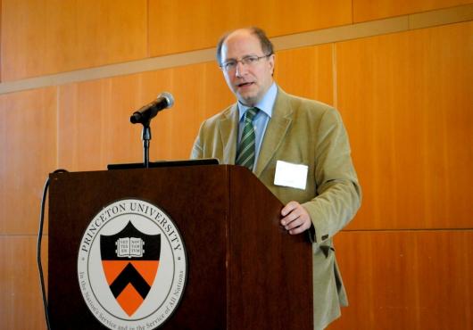 John Packer: La prevención de la violencia por medio del diálogo